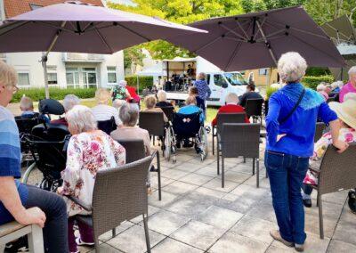 Klavier-Konzert im Garten des SZ AWO in Groetzingen